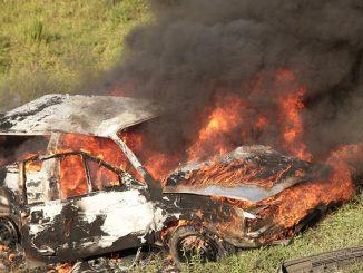 Wieder gehen in Berlin Autos in Flammen auf