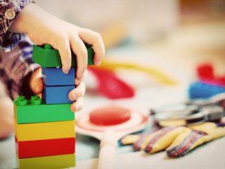 52-jähriger konnte sich vor Kindergarten-Kindern nicht benehmen