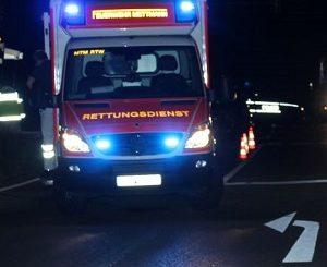 Fußgängerin in Ratingen trotz grüner Ampel von abbiegendem Auto erfasst