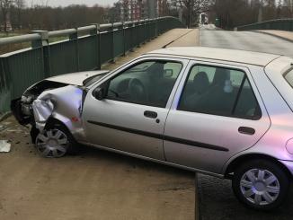 Unfall in Verden - Autofahrer begeht nach Crash in Osterholz-Scharmbeck Unfallflucht